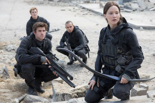 Hunger Games Mockingjay Part 2 Jennifer Lawrence Liam Hemsworth2